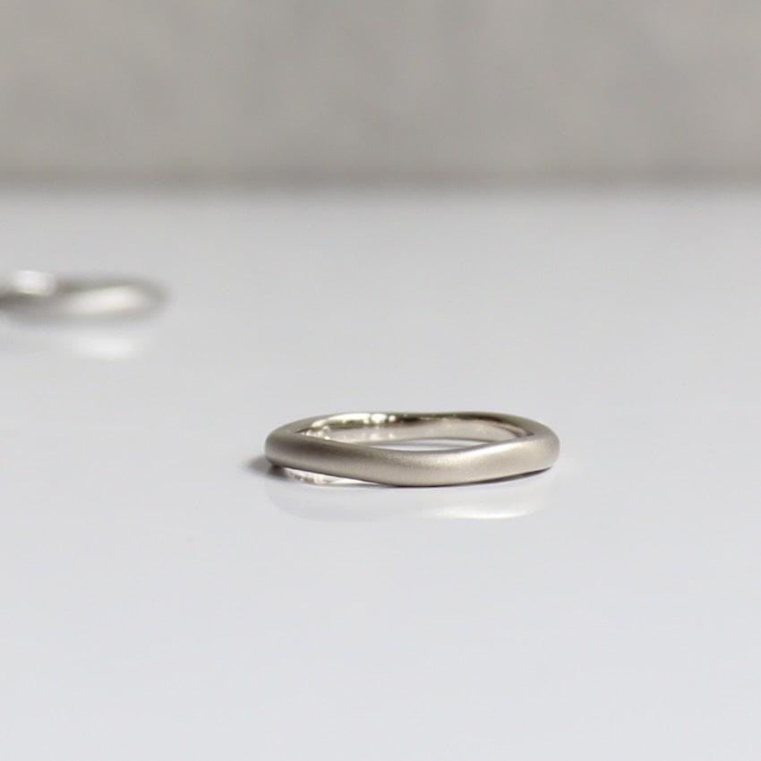 ホワイトゴールドのオーダーメイド結婚指輪