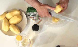 Jak vařit brambory v mikrovlnné troubě v balíčku 2