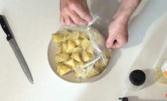 Jak vařit brambory v mikrovlnné troubě v balíčku fotografie 8