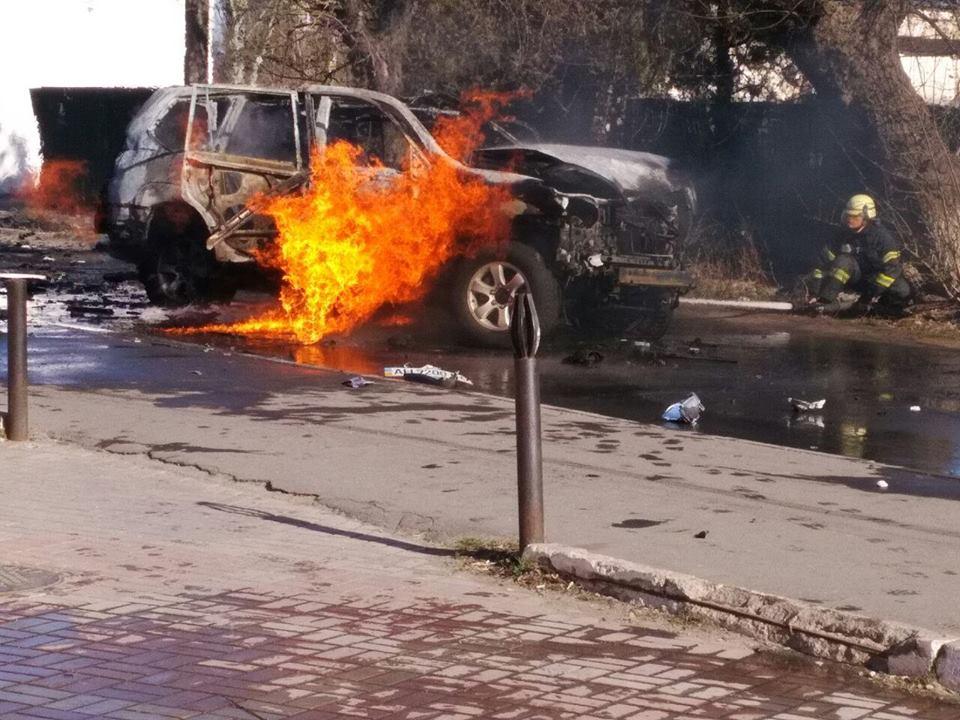 У центрі Маріуполя підірвали автомобіль із полковником СБУ