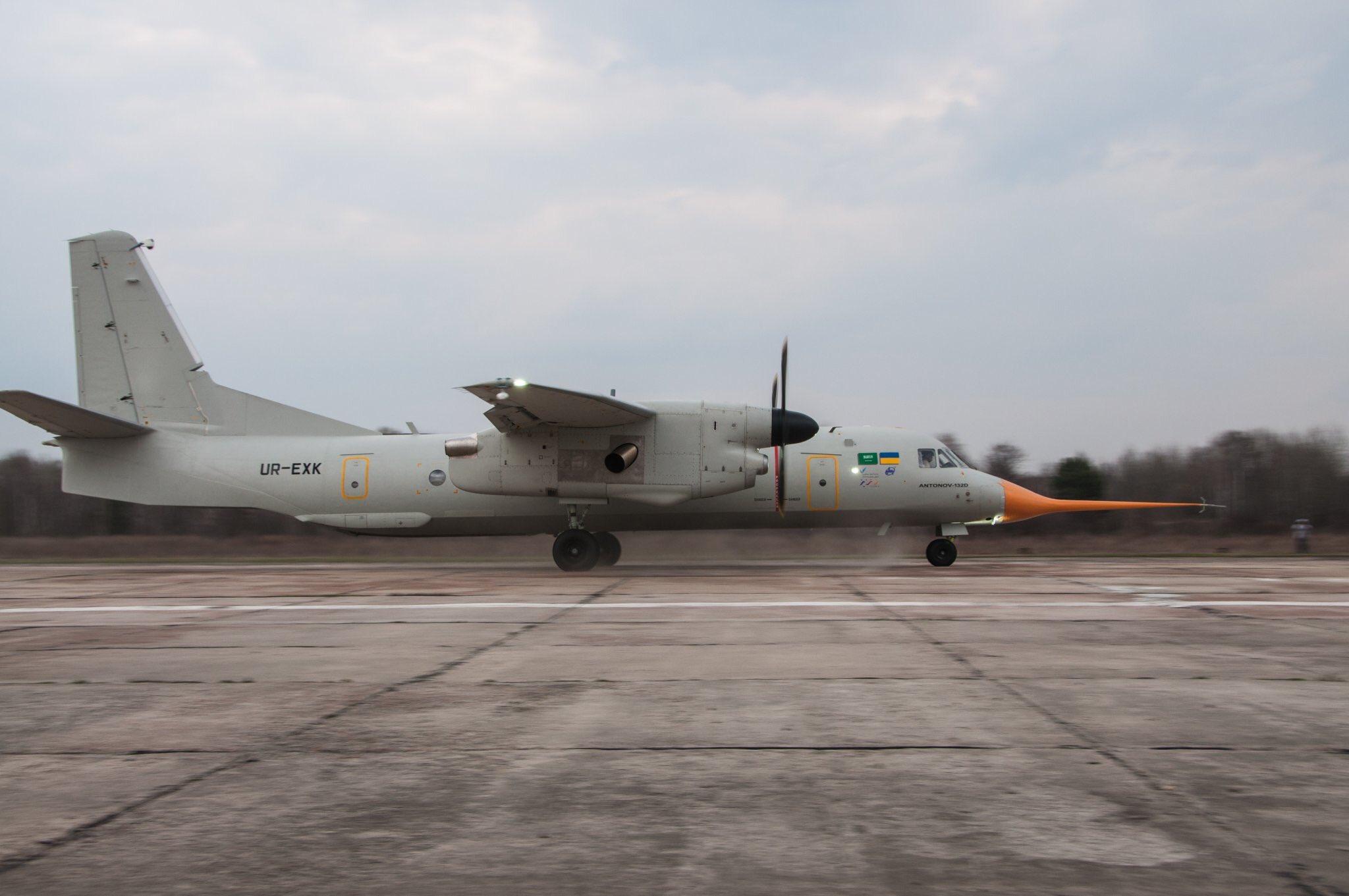 Пряма трансляція: перший політ Ан-132Д