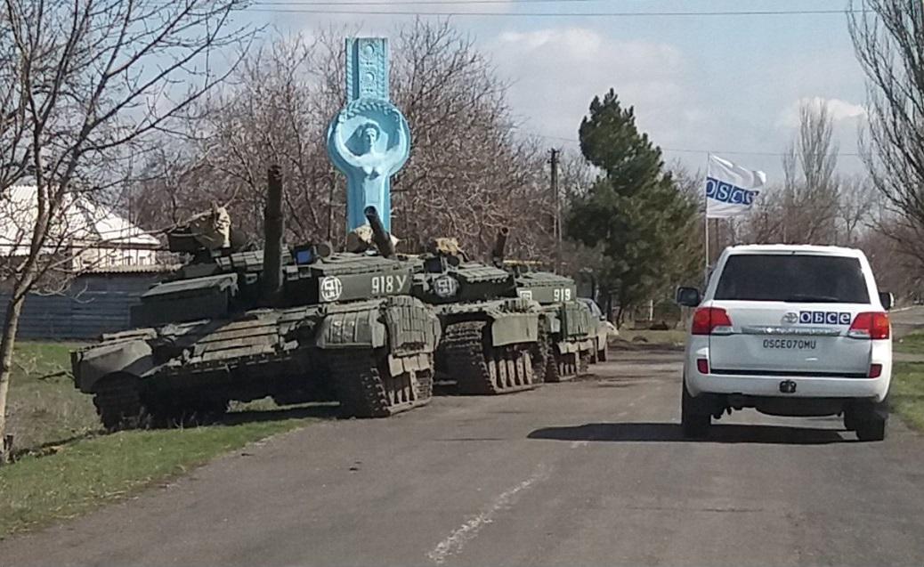 ОБСЄ в своєму звіті показало наявність танків російсько-терористичних військ в окупованому Козацькому, що за 13 км від лінії зіткнення