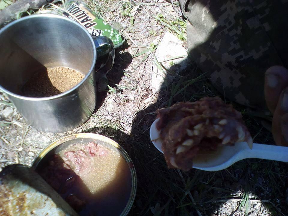 В мережі з'явились нові фотографії, що підтверджує використання виробником невідповідних частин туші яловичини для виготовлення консерв тушонки