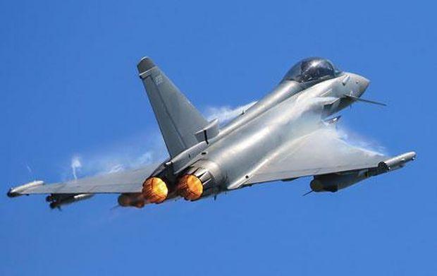 Британський винищувач перехопив бомбардувальники РФ над Чорним морем