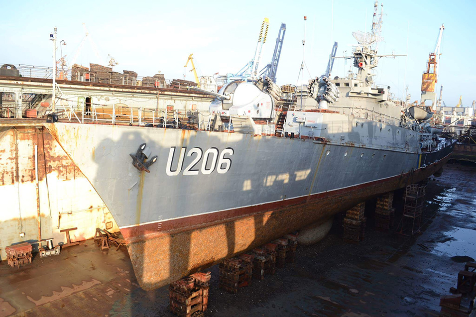 Корвет «Вінниця» ВМС України піднято у док судноремонтного заводу Одеського порту