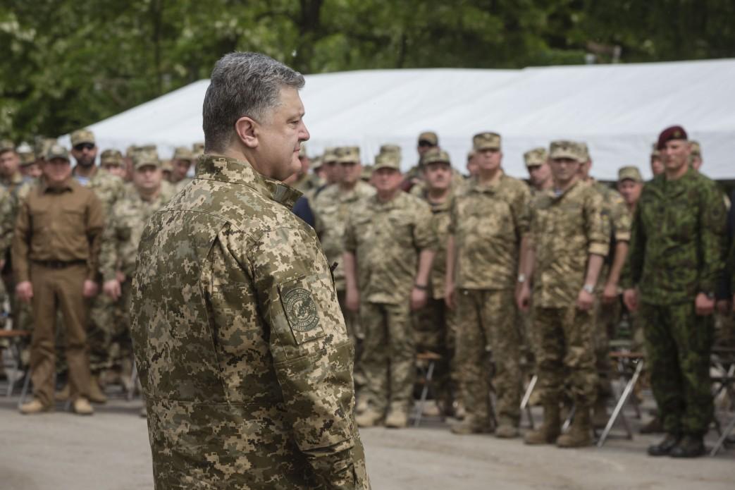 Прибирання території як спосіб наближення до стандартів НАТО. Або, як готують сержантів у ВМС