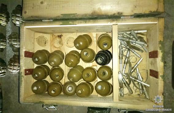 У Запоріжжі поліція затримала торговця зброєю в якого вилучено арсенал зброї та боєприпасів