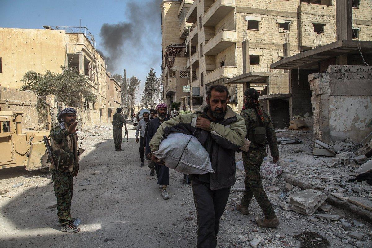 Бойовики з Ісламської Держави виходять з Ракки після домовленостей досягнутих з СДА