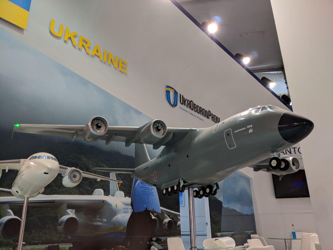 Украина показывает намеждународном авиасалоне новый транспортный Ан-178