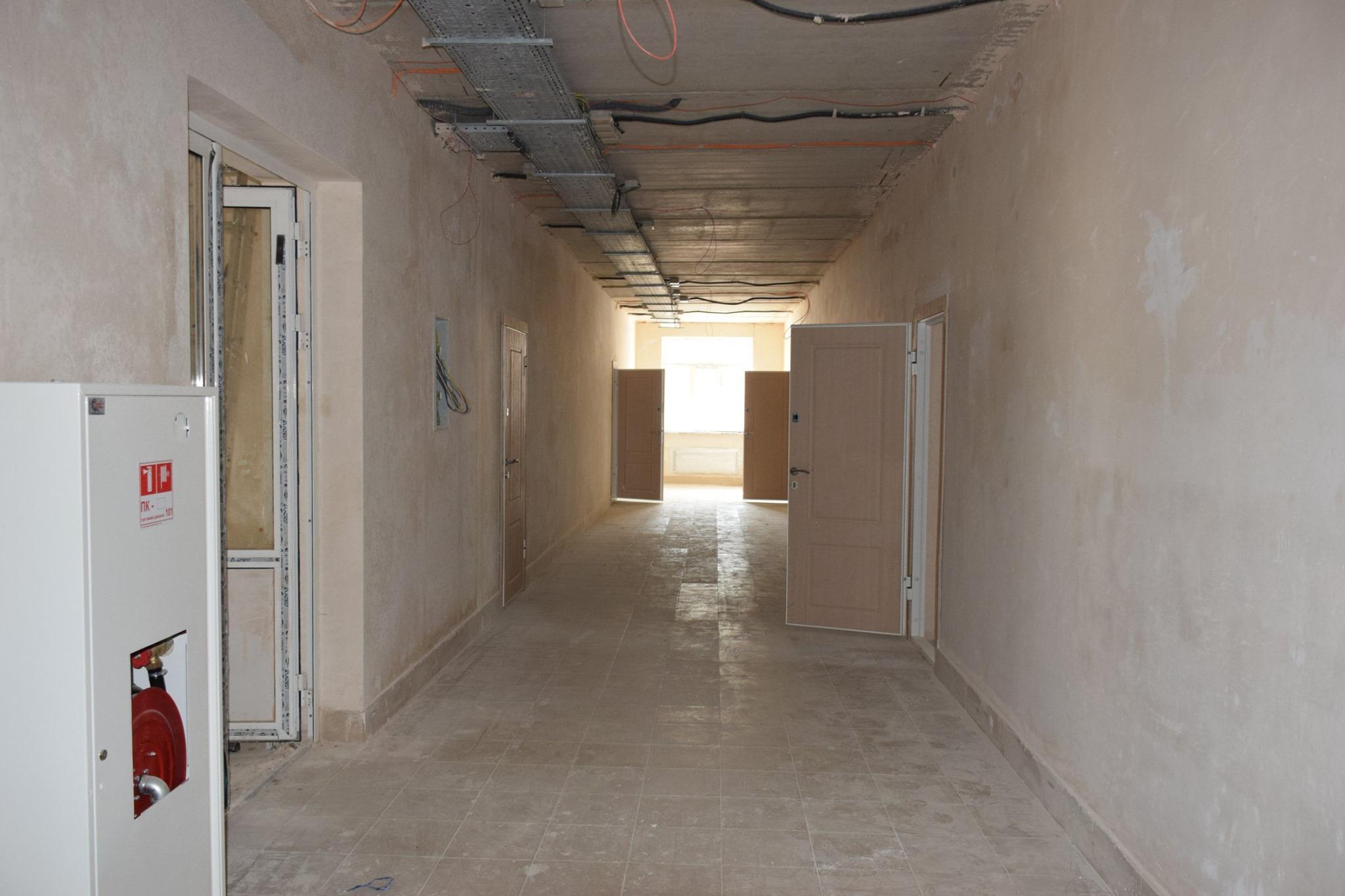Внутрішні роботи у коридорі казарми поліпшеного планування у Теребовлі