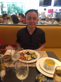 Arshad and his happy face: seafood!
