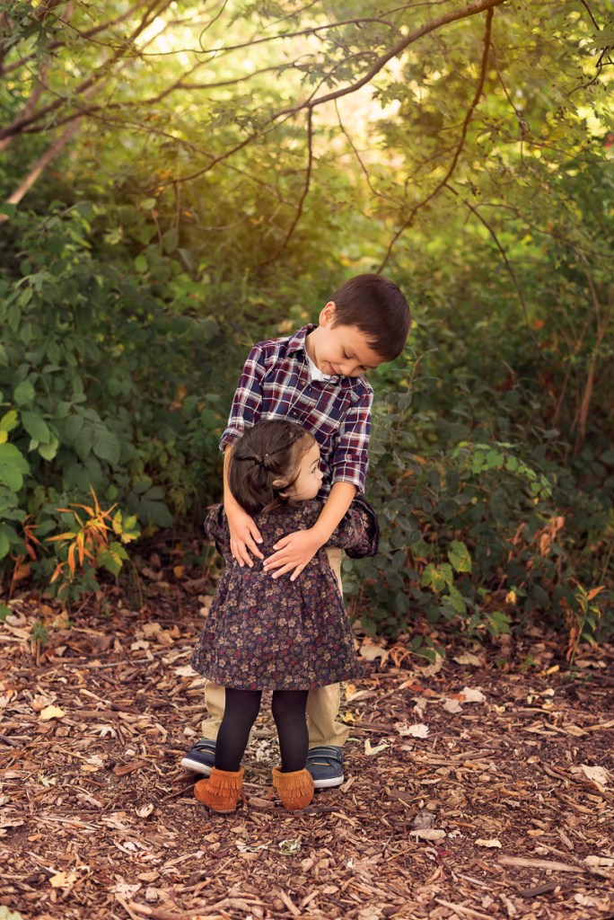 Family session for a brother and a sister at Emily Oaks Nature Center in Skokie in the fall by family photographer Mila Craila Photography