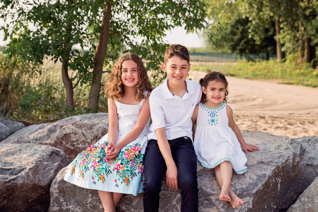Family session for three children on the beach at Gillson Park in Wilmette by family photographer Mila Craila Photography