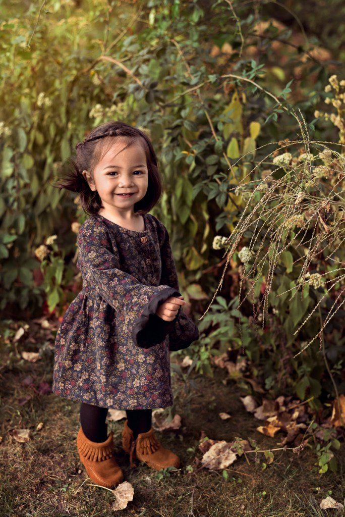 Family session for a toddler girl at Emily Oaks Nature Center in Skokie in the fall by family photographer Mila Craila Photography