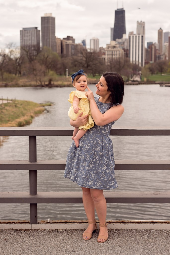 Family session for a mom with a toddler daughter on the bridge with a skyline view at Lincoln Park Zoo in Chicago in the summer by family photographer Mila Craila Photography