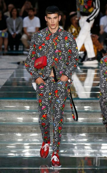 A look from Versace's Men's Fashion Week show in Milan CREDIT: GETTY IMAGES EUROPE