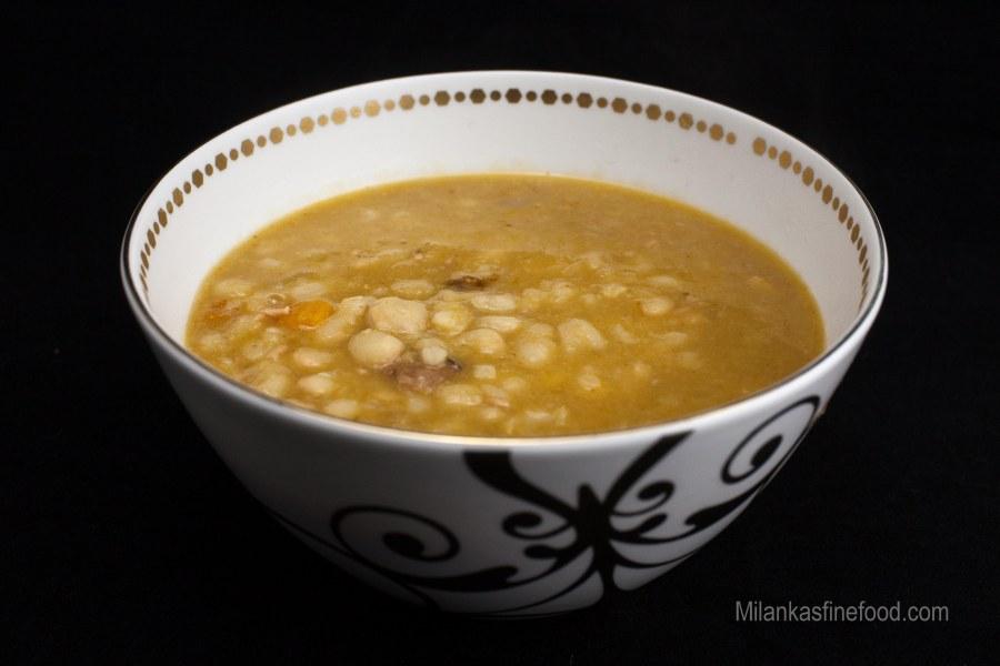 Hearty Bean Soup (juha sa grah, špek i kobasice)