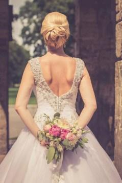 Svadba v Bratislave, vezicka v Sade Janka Krala, pozujuca nevesta