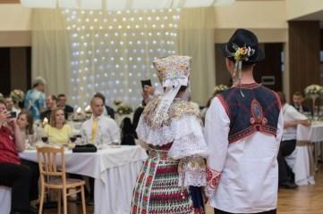 SVADBA_J&J_milanlahucky.sk_09_HOSTINA_CEPCENIE_022