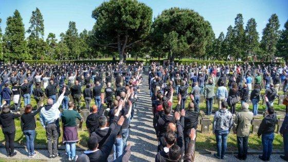 """Milano, manifestazione estrema destra al campo 10. Sala: """"Intervengano le autorità"""""""