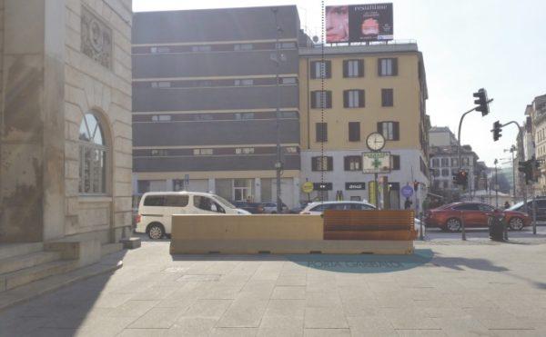 Panchine di design in piazza XXV aprile, il Comune accetta la donazione
