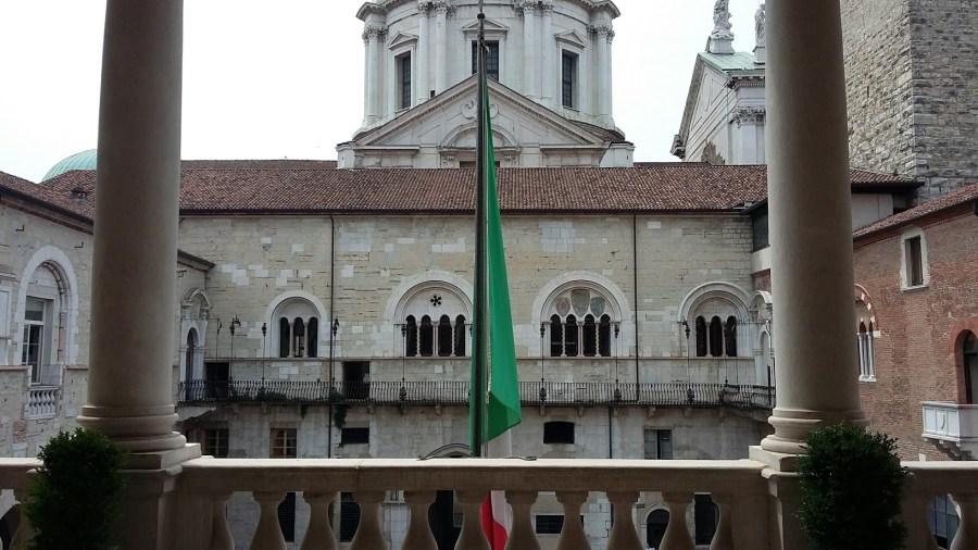 Il palazzo della Prefettura/Provincia (foto di Robert Ribaudo)