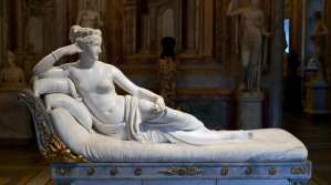 Italy: Tourist Breaks Precious Sculpture While Taking a Selfie