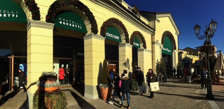 аутлет шоппинг на распродажах Serravalle outlet 2017