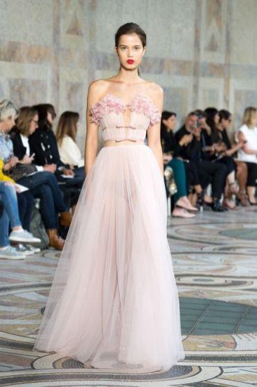 необычное розовое Свадебное платье в греческом стиле Giambattista Valli Haute Couture осень-зима 2017/18