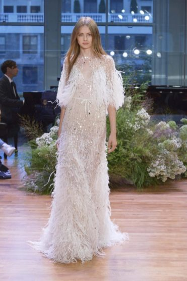 свадебное платье коллекция Monique Lhuillier 2017 с перьями