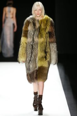 Модная шуба Emporio Armani зима 2016 2017