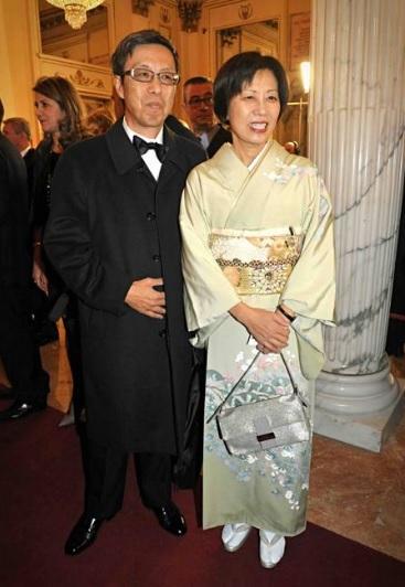 Жена японского посла Yoriko в кимоно La Scala