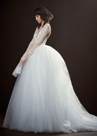 свадебное платье широкая юбка длинные рукова и открытая спина кружево Vera Wang Spring 2018