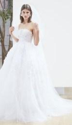 свадебное платье с необычной вышивкой Oscar de la Renta Spring 2018 Wedding Dress