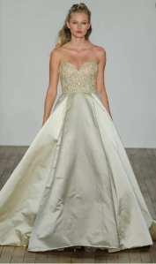 свадбеное платье с золотой вышивкой Lazaro