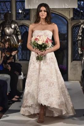 укороченное впереди сваденое платье Oleg Cassini Bridal 2018