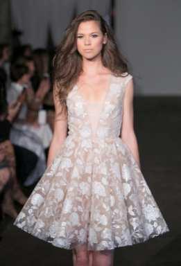 тенденция 2018 короткое свадебное платье rime-arodaky