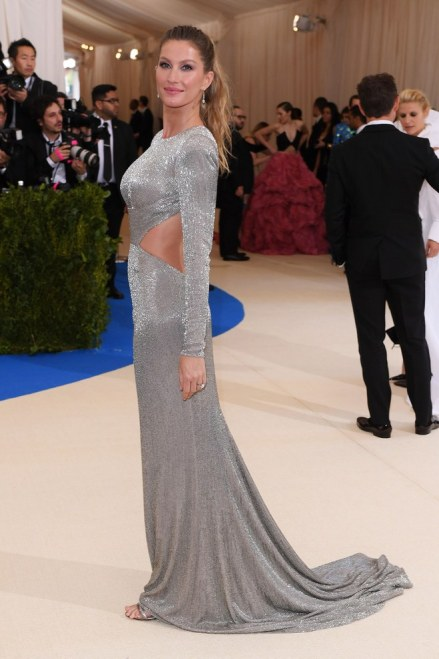 Gisele Bündchen MET GALA 2017 red Carpet