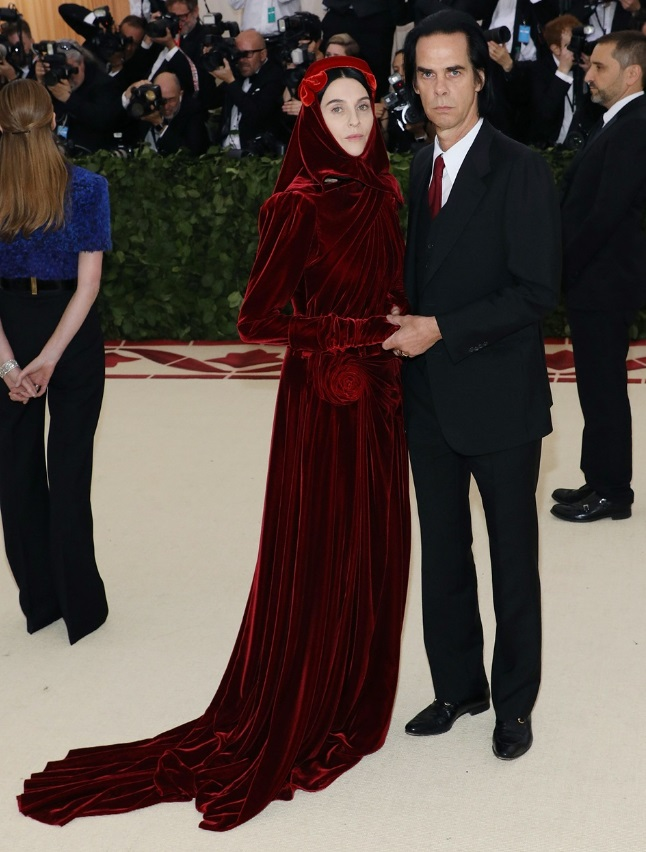 Susie Bick e Nick Cave in Gucci