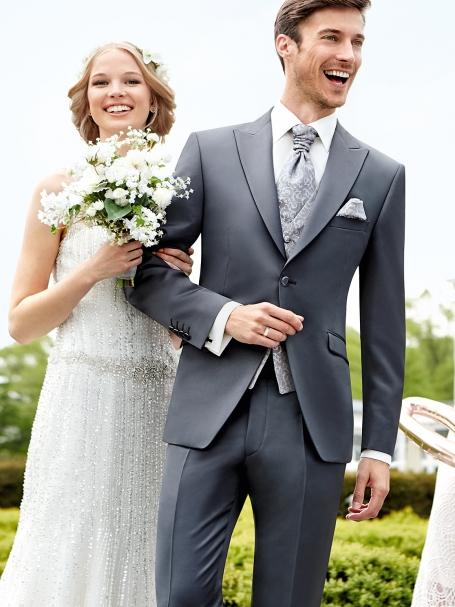 серый костюм для жениха