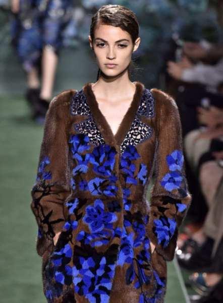 красивая брендовая итальянская шуба с цветами Фенди