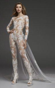 модная тенденция 2019 свадебный комбинезон для невесты CASSIDY B