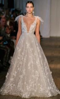 Berta свадебное платье с глубоким декольте - тренд 2019
