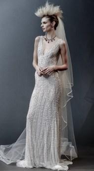 свадебное платье с глубоким декольте - тренд 2019