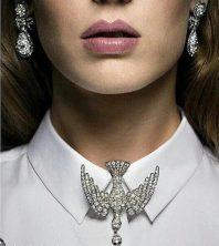 как правильно модно носить брошь с рубашкой
