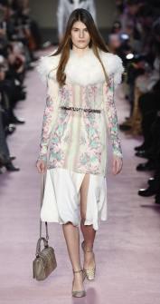 Blumarine модное итальянское пальто с меховым воротником тренд зима 2019