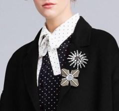 как модно стильно носить брошь на воротнике пальто