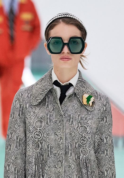 как модно носить брошь в 2020