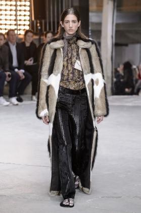 модные итальянские шубы Valli в Милане зима 2018 2019