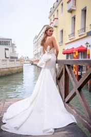Bliss-Monique-Lhuillier-Fall-2020-Bridal